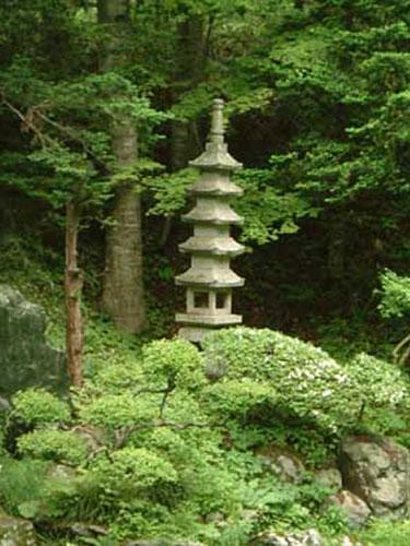 見晴公園 石層塔