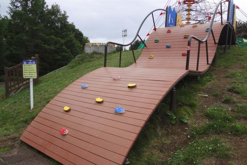 遊具壁登り修繕後使用再開